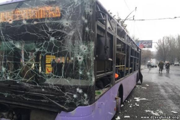 В Донецке снаряд попал в троллейбус - погибли 13 мирных жителей