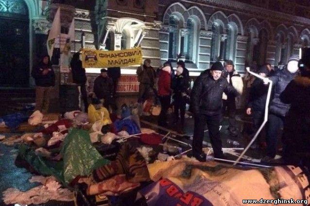 Милиция бульдозерами снесла палатку Финансового Майдана