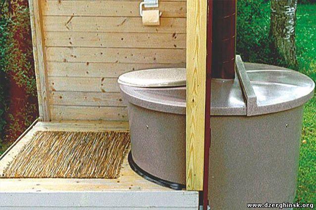 Каменный летний туалет на даче