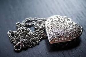 Что предпочесть: золотое или серебряное украшение