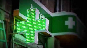 Аптечный крест как рекламный элемент